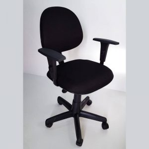 Cadeira executiva giratória com braços