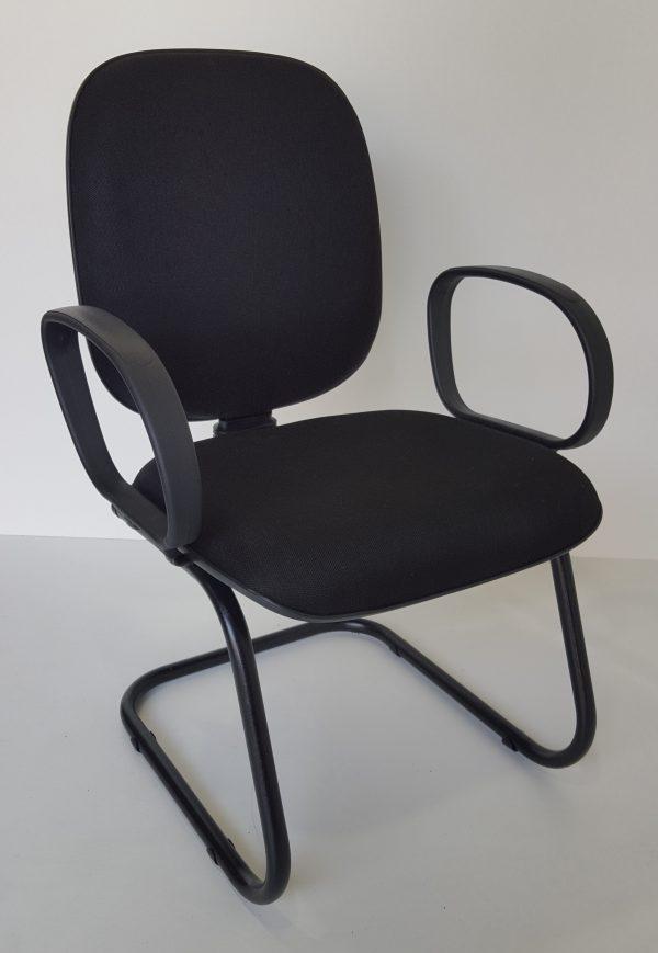 Cadeira diretor aproximação pés em S