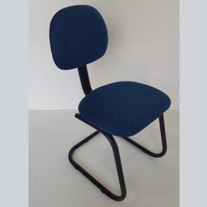 Cadeira secretaria de aproximação pés em S